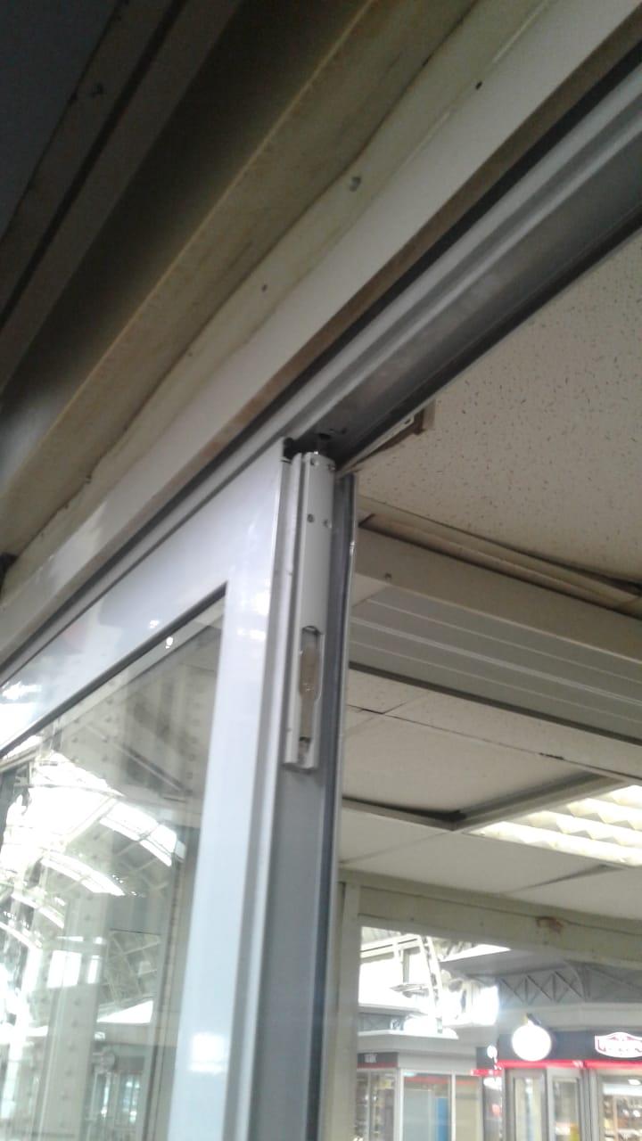 Замена замков на штульповой двери в магазине фикс прайс Витебский вокзал